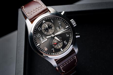 Comprare Orologio Falso IWC Pilot Calendario Perpetuo Data Digitale Mese Spitfire